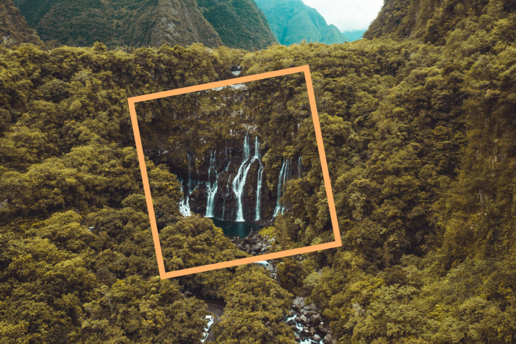cluster_waterfalls_surrounded_by_trees