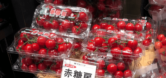 red_cherry_tomatoes_packaged_store_shelf