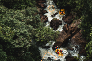 rafting_boats_on_rapids_top_view